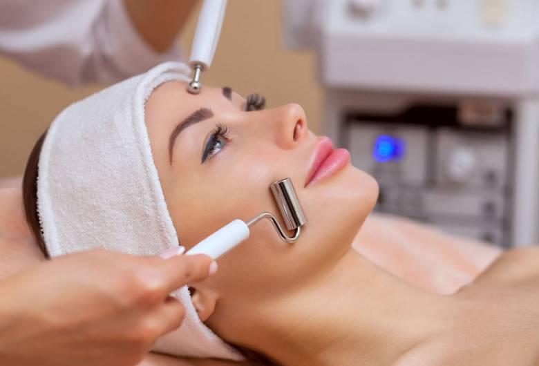 Galvanic skin treatment